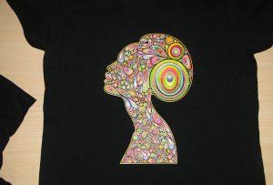 Esempio di stampa di t-shirt nera con t-shirt A2 WER-D4880T